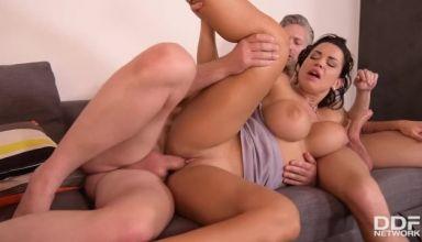 chloe lamour threesome